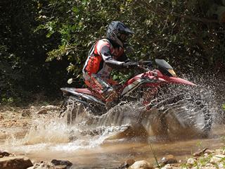 Honda XRE 300 enfrenta aventura de 2.200 km