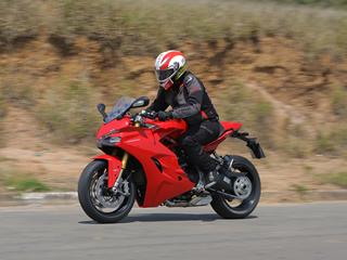 Ducati SuperSport S tem desempenho de esportiva e conforto de estradeira