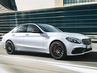 Custando a partir de R$ 499.900, chegam ao mercado nacional os novos modelos Mercedes-AMG C 63
